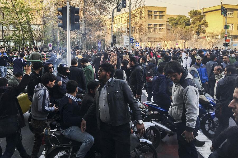 США поддержат выступления в Иране. Будет революция?