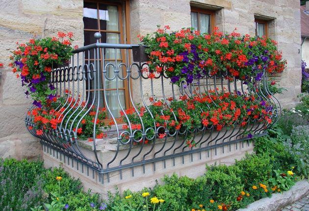 Красивый балкон цветы 77
