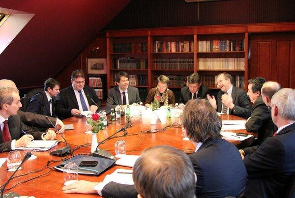 Бывший главнокомандующий ВС США в Европе Бен Ходжес порекомендовал Прибалтике самостоятельно защищаться от России