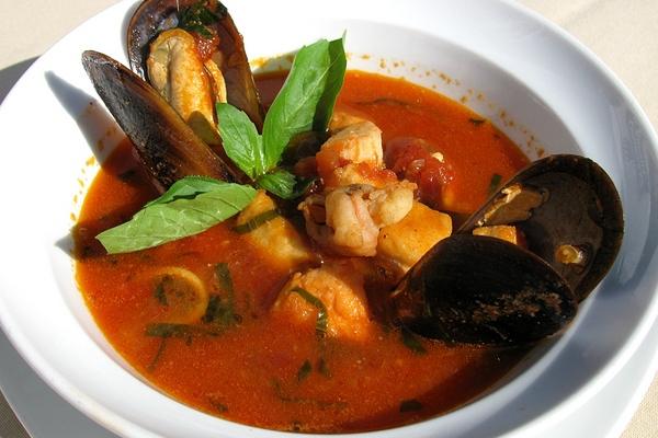 Как готовят рыбный суп итальянцы
