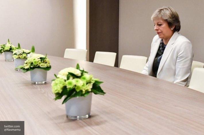 Тереза Мэй сохранила за собой место премьер-министра Великобритании