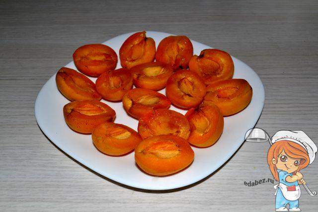 Удаляем косточки из абрикосов