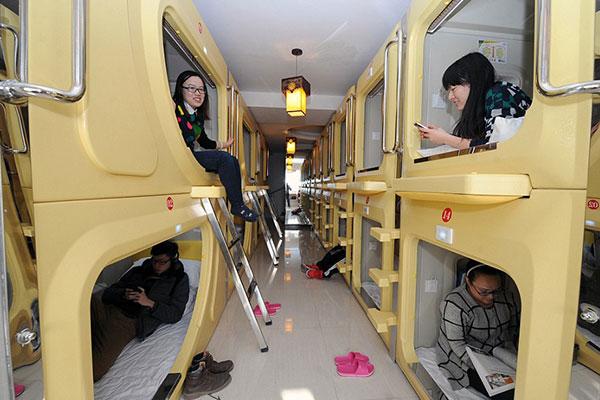 В аэропорту Синьцзяна появились спальные капсулы