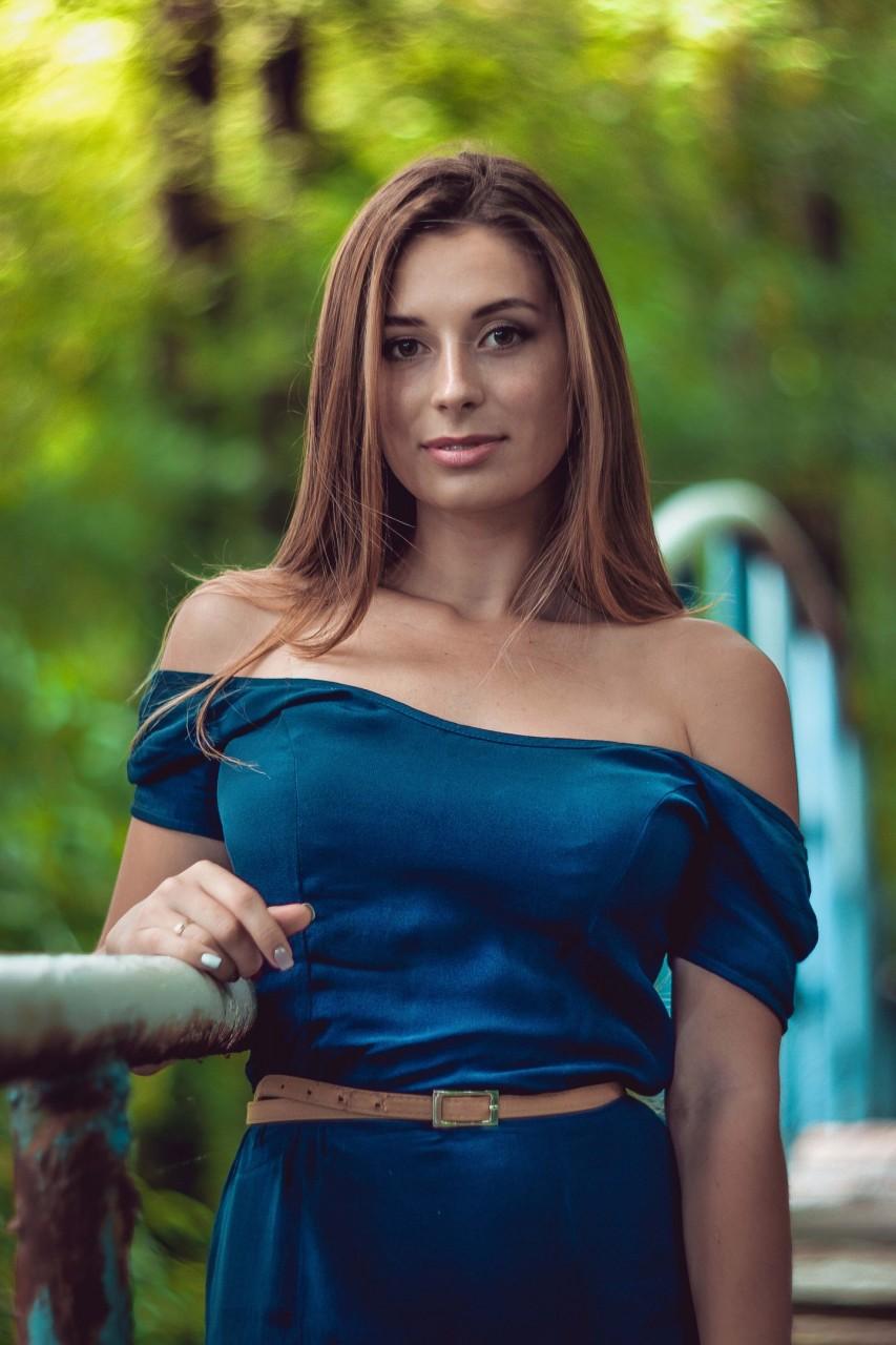 Красота девушек в фотографиях на страницах интернет журналов