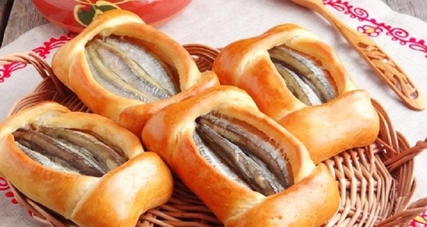 Поморские кулебяки с мойвой: невероятно вкусные открытые пироги