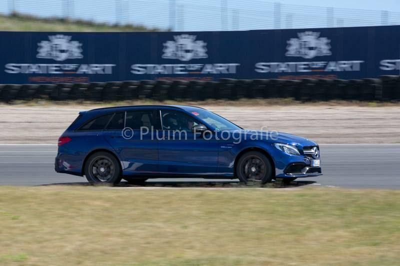 Заряженный универсал Mercedes взлетел в воздух на треке