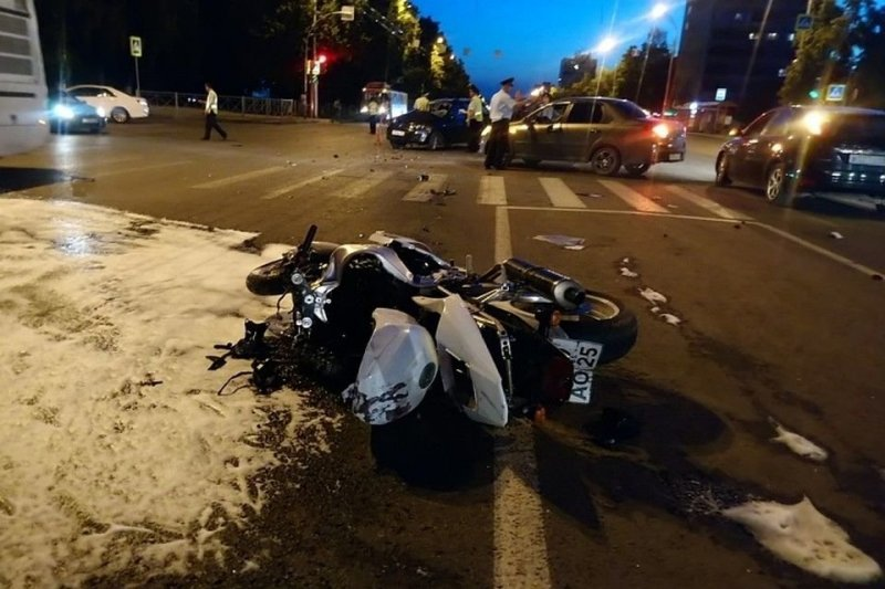 Авария дня. ДТП с участием мотоцикла в Кемерове