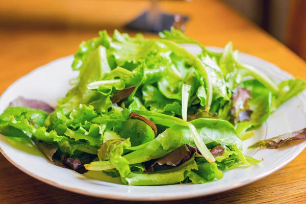 Эксперимент: как лучше всего хранить салатную зелень