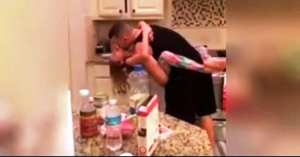 Старший брат затрахал сводную сестру в рот до слёз