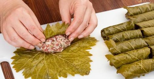 Долма — королева кавказских блюд! Ароматная, истекающая соком и почти не требующая жевания.