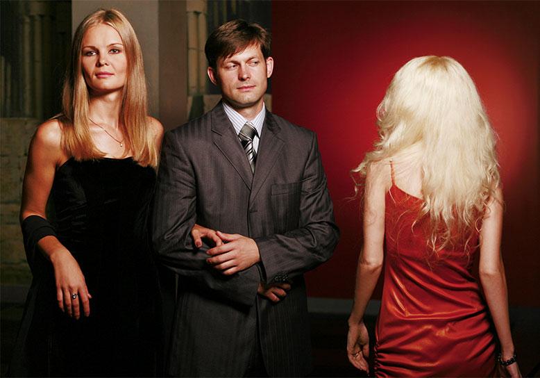 Почему мужчины изменяют: 8 странных историй