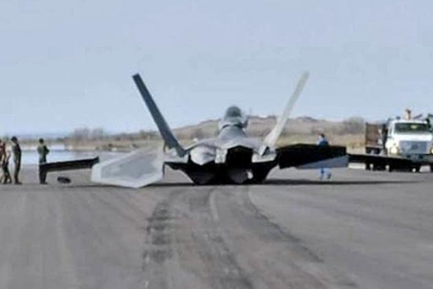 Американский истребитель F-2…