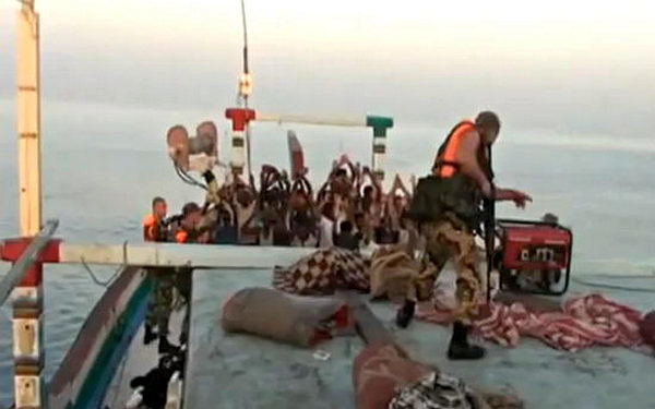«Не стоило им трогать русских…» - иностранцы о попытке пиратов захватить судно из РФ