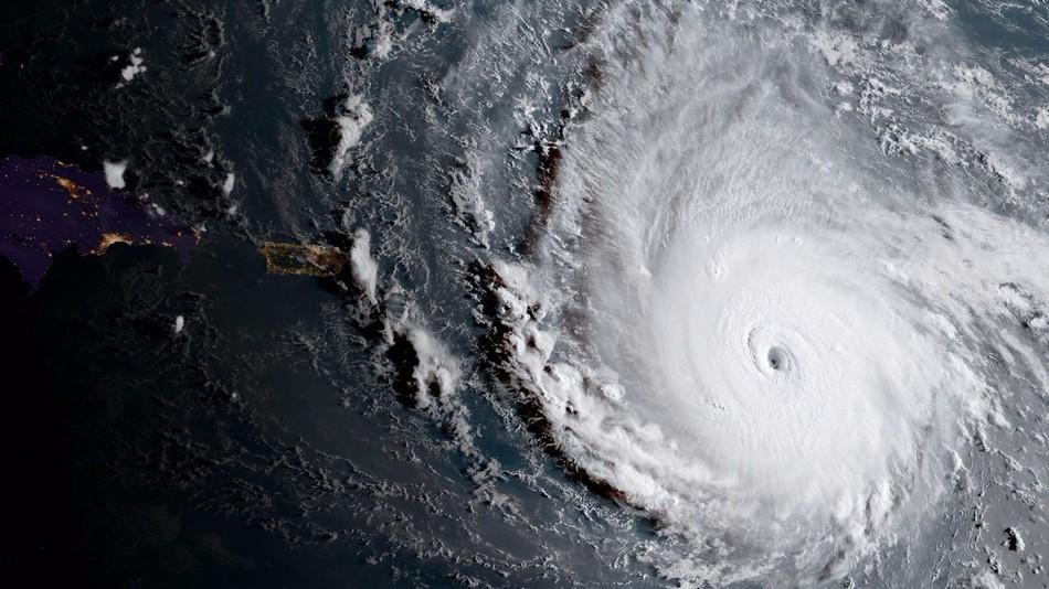 95% разрушений и эвакуация: ураган «Ирма» обрушился на Карибские острова