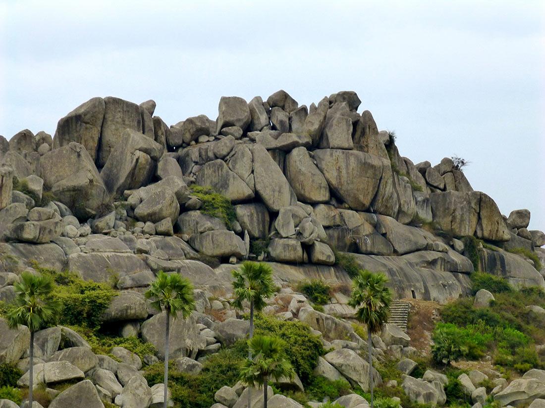 Барабарские пещеры: древний рукотворный бункер, которому больше двух тысяч лет