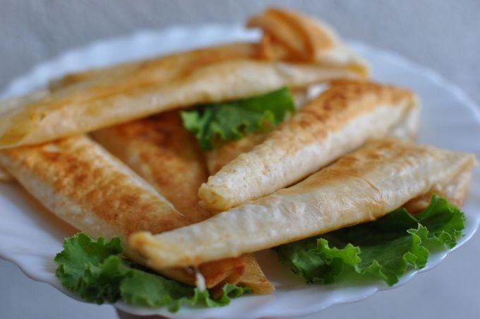 Горячая закуска из лаваша и куриных желудочков и сердечек