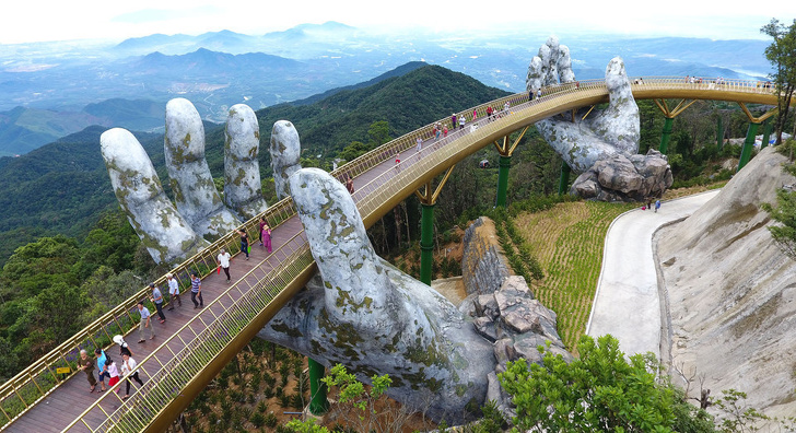 14 мостов, в существование которых сложно поверить (Спойлер: мост с гигантскими руками — не фейк)