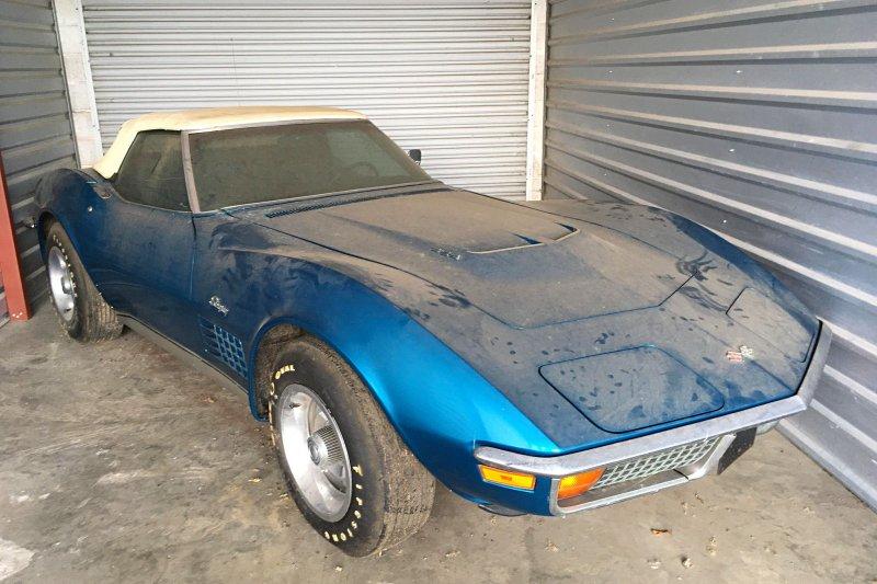 Chevrolet Corvette простоял нетронутым в гараже 45 лет
