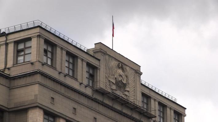 Госдума одобрила контроль за снятием наличных с карт, выпущенных иностранными банками