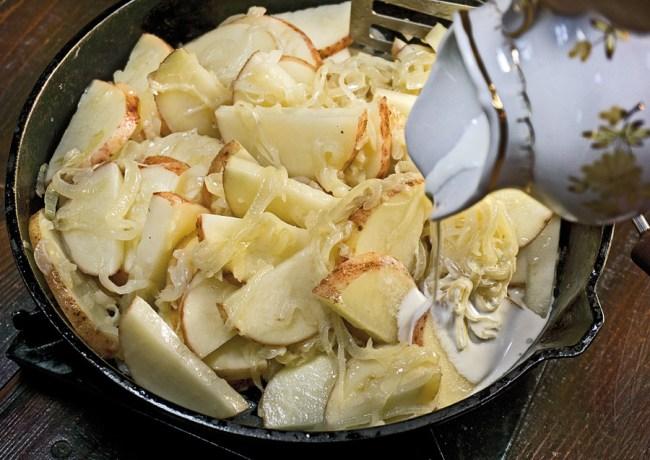 добавление сливок при приготовлении томленого картофеля