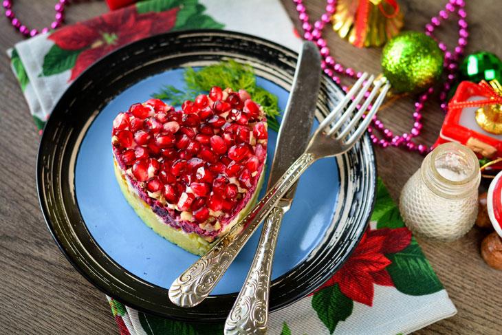 Салат «Гранатовое сердце» с курицей и грибами — он непременно запомнится