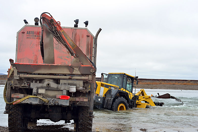 2259 Как вытаскивают утонувшие грузовики