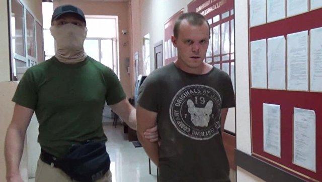 Диверсант-идиот с ручной пилой из Украины