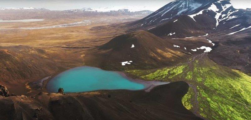 Ледниковое озеро и снежные вершины дрон, исландия, кадр, красота, мир, природа, съемка