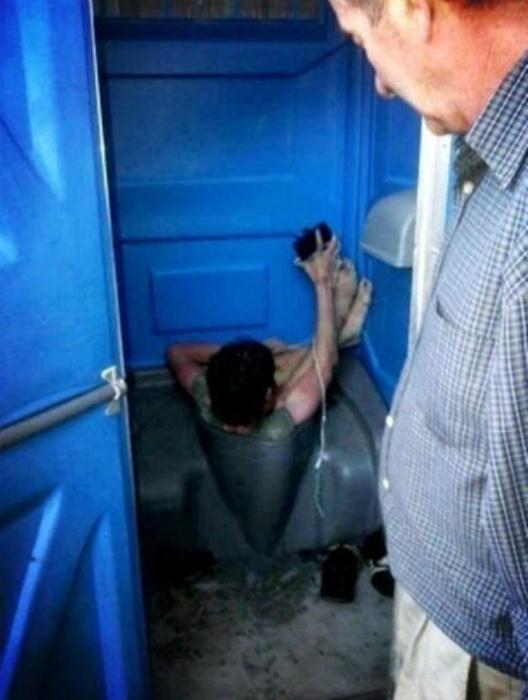 Узник туалета.