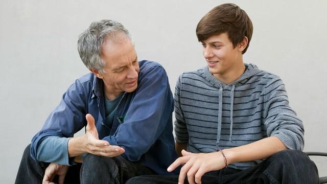 """Сын спросил своего отца : """"Как вы жили раньше?"""""""