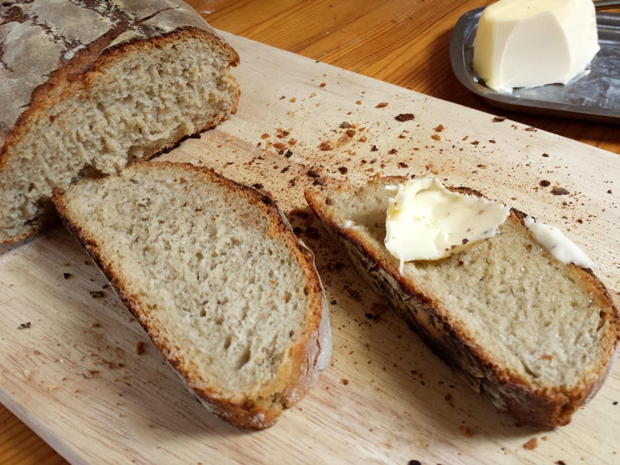 В Германии хлеб — единственный продукт, который приемлемо употреблять руками. (Ralf)