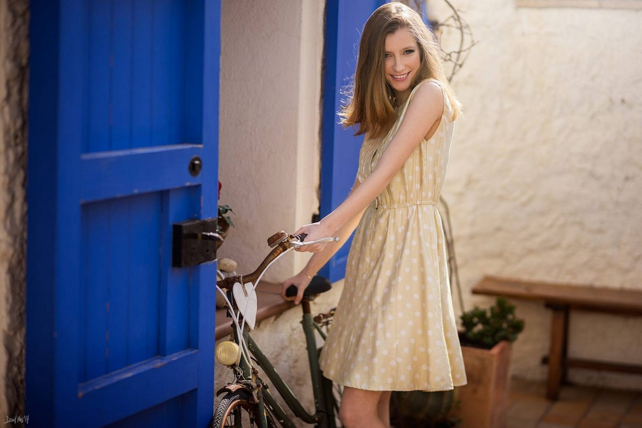 Девушки на велосипеде