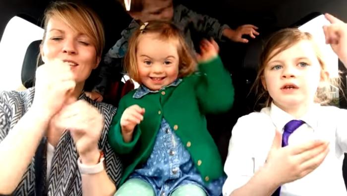 50 мам и их дети с синдромом Дауна записали видеоклип