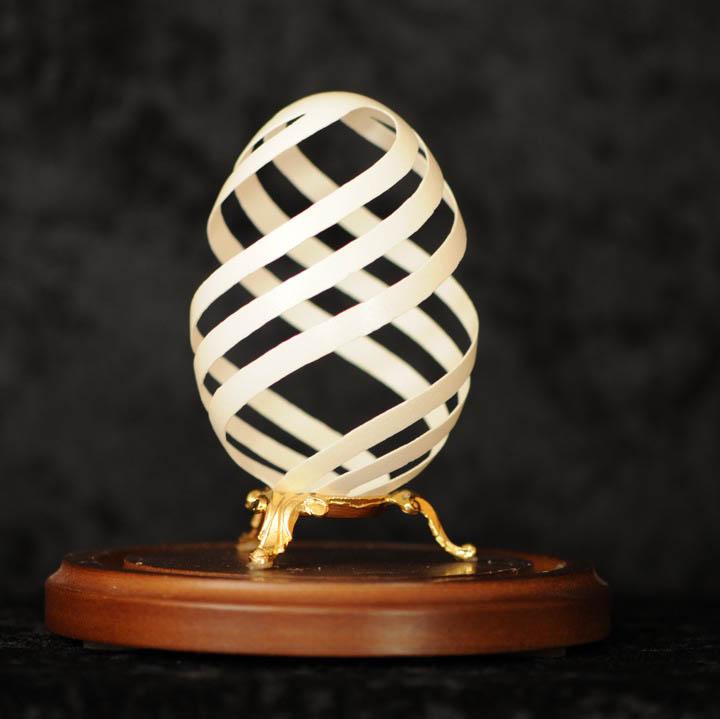 Потрясающая резьба на яйчной шкарлупе от Briain Baity