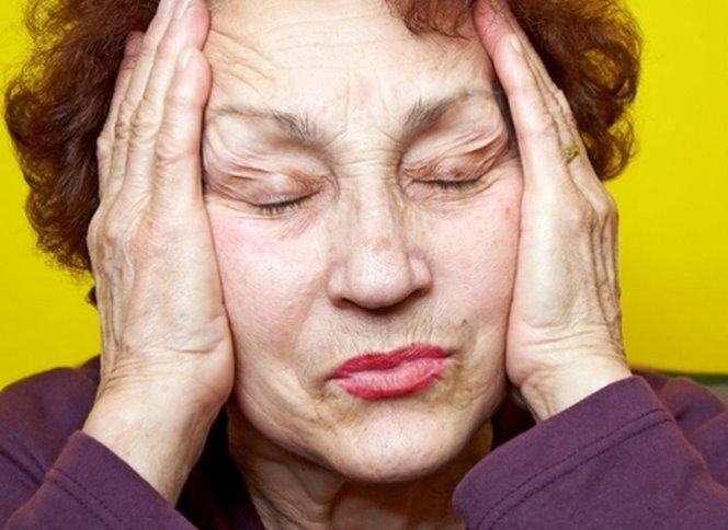Полезно знать все! 9 ранних симптомов болезни Альцгеймера!