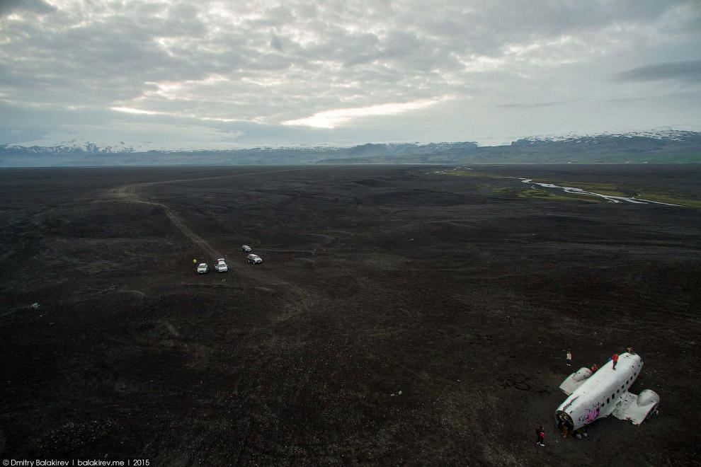 «Разбившийся американский самолёт, у которого все фотографируются»
