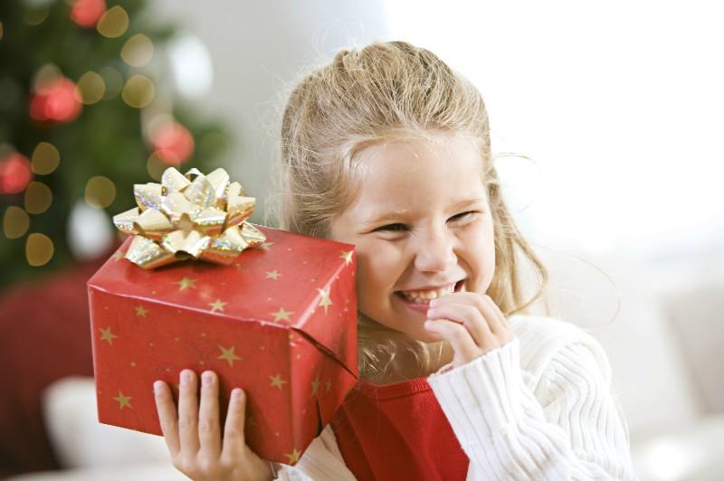 Новогодние подарки для детей сотрудников с какого возраста