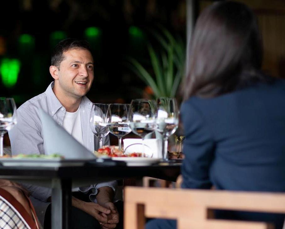 Зеленского застукали в ресторане с голливудской звездой (ФОТО)