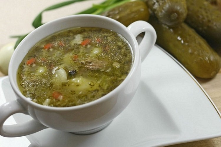 Суп из риса и соленых огурцов