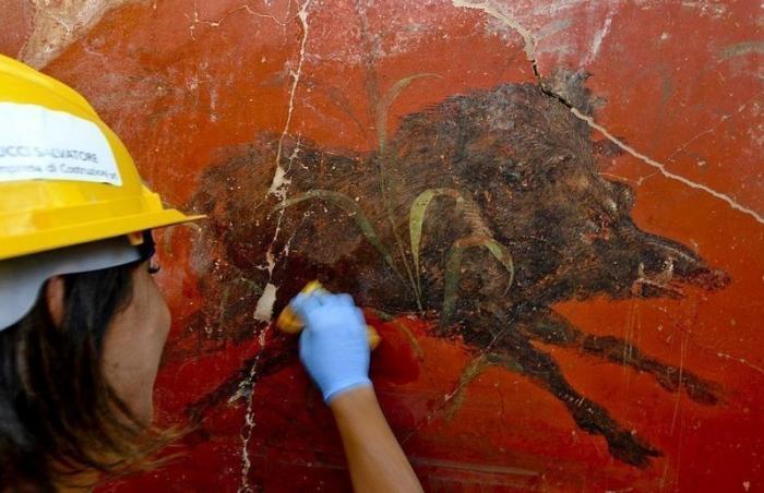 В Помпеях нашли идеально сохранившееся святилище
