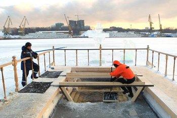 Крещенские купания в одном из водоемов ТиНАО отменены из-за тонкого льда