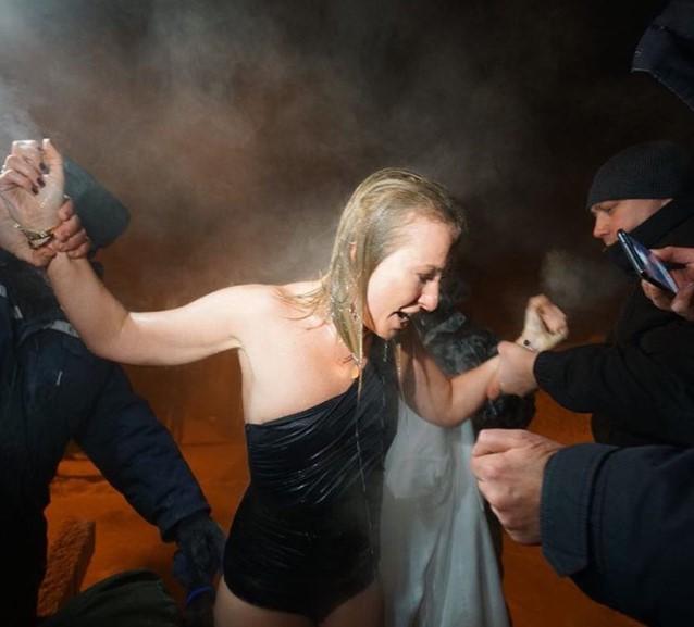 Что ж ты делаешь! Собчак предупредили об опасности «креститься фекалиями»