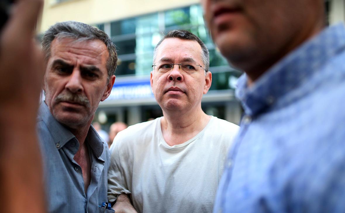 Суд в Турции освободил американского пастора, арест которого был одной из причин обострения отношений между Турцией и США
