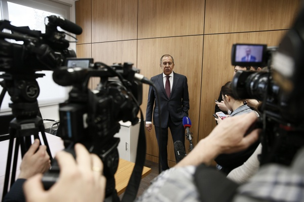 Лавров назвал противозаконным удар коалиции США посирийским силам