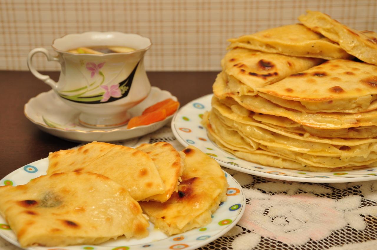 Кыстыбый – татарская лепешка с начинкой