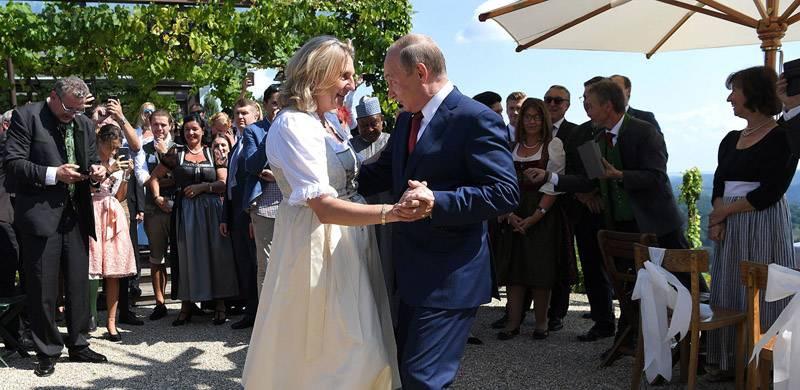 Путин танцует старую синьору Европу