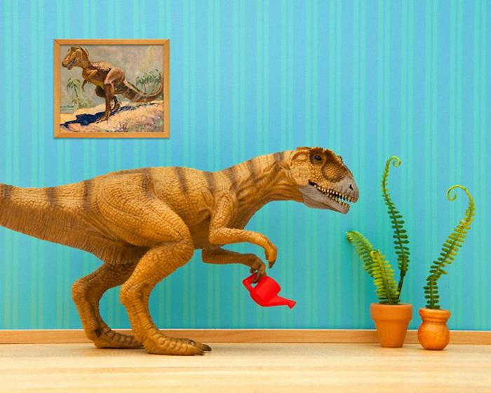 Тайная жизнь игрушек в фотопроекте Джеффа Фрисена. Динозавр-садовод Norbert