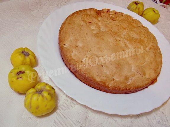 перекладываем пирог на блюдо