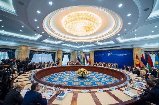 СМИ: ЕврАзЭС предлагают рассмотреть проект «расчетной региональной единицы»