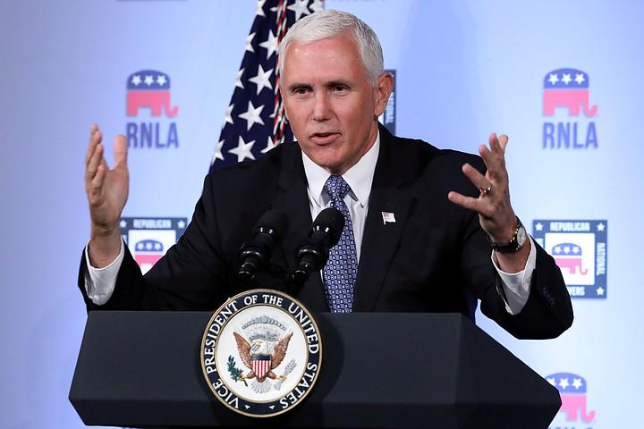 Пенс заявил, что США планируют стать лидером в милитаризации космоса
